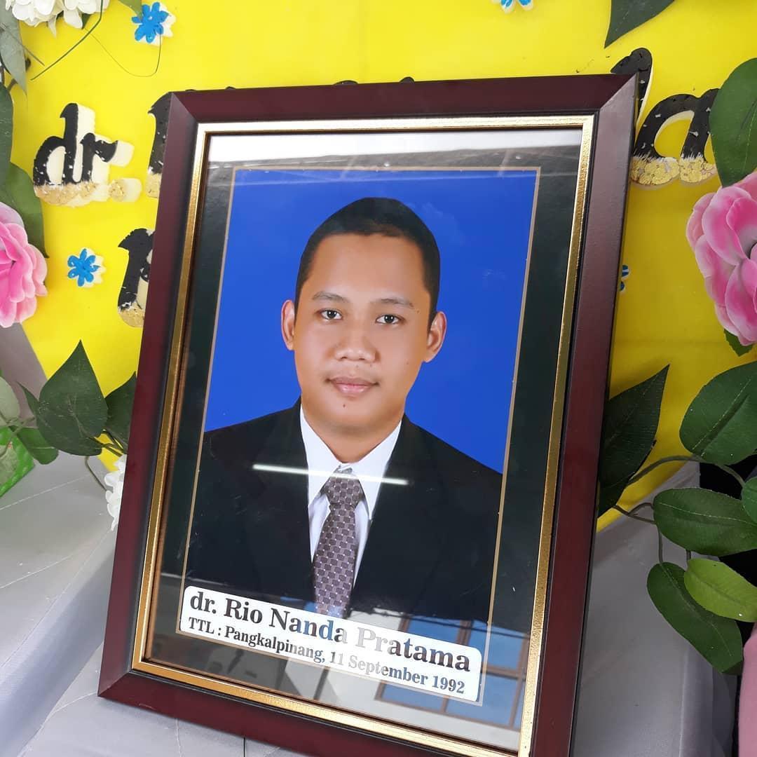 印尼女孩瑛坦的未婚夫里歐,不幸於上個月的印尼獅航空難罹難。(intansyariii IG)