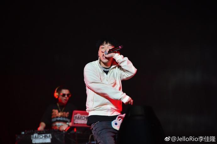 李佳隆因為《中國新說唱》聲名大噪,是討論度極高的選手。(翻攝自李佳隆微博)