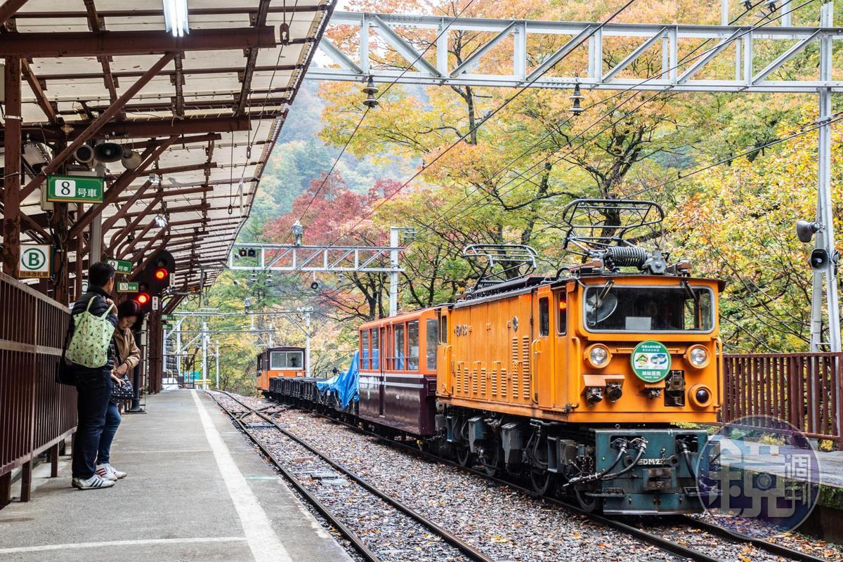 「黑部峽谷鐵道」最初是為了運送建造水庫電廠的人員及貨物而建。