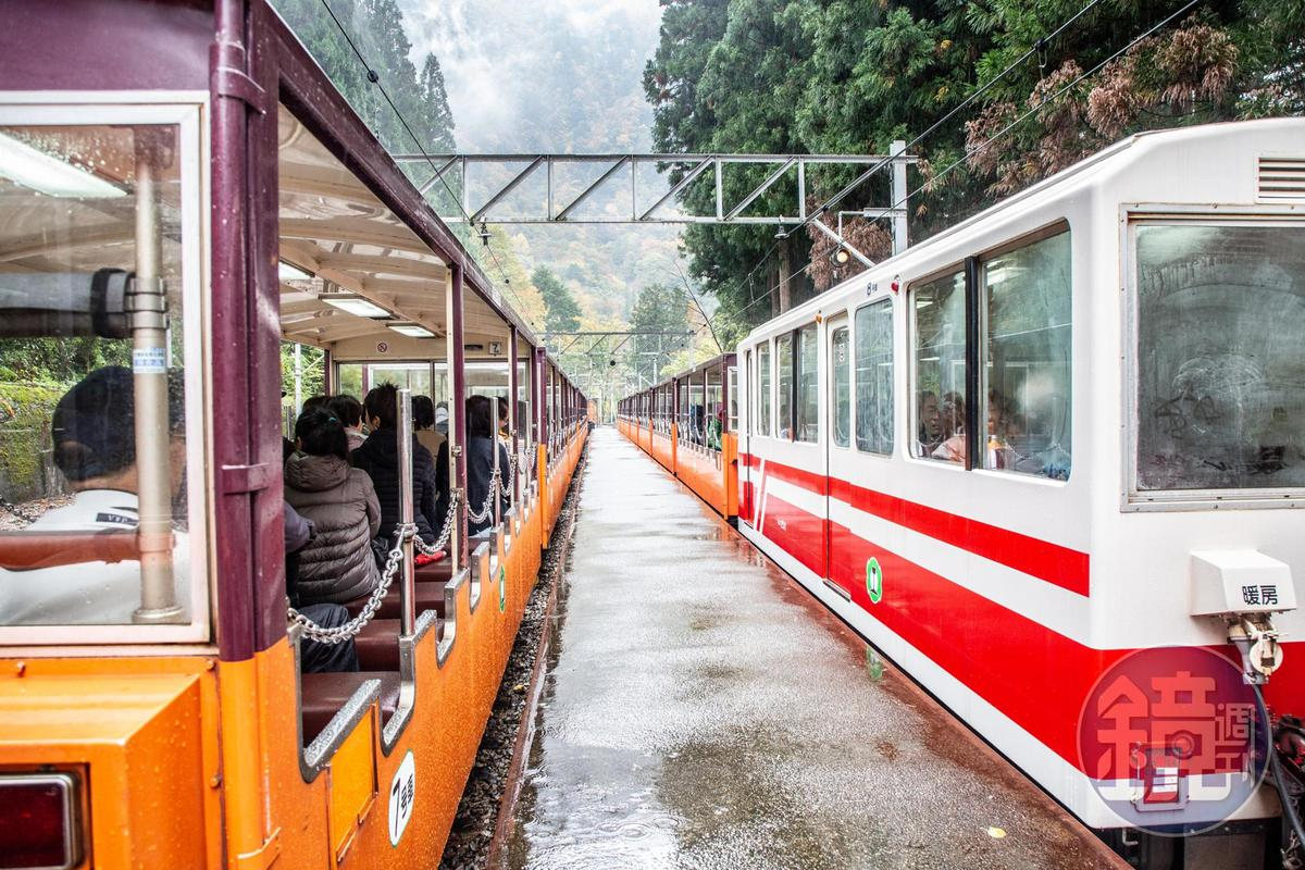 「黑部峽谷鐵道」列車共有一般無窗車廂,以及有窗「特別客車」、「逍遙客車」3種。