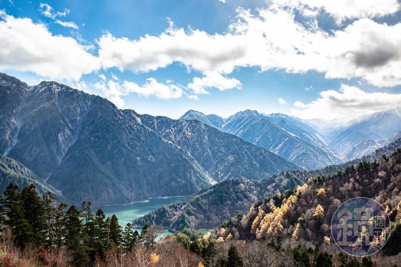 被日本人視為靈山的立山,風光明媚如歐洲的阿爾卑斯山脈。