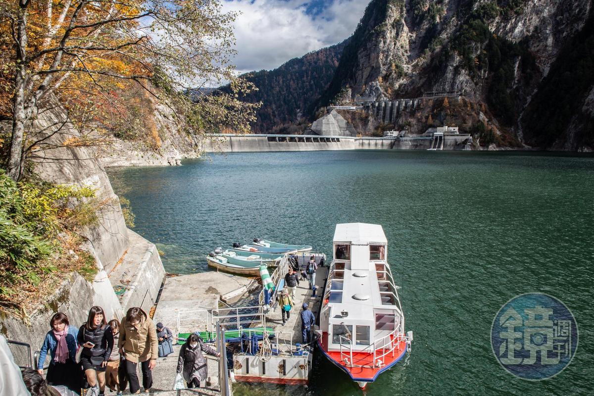 黑部湖遊覽船僅在6月1日至11月10日運行。
