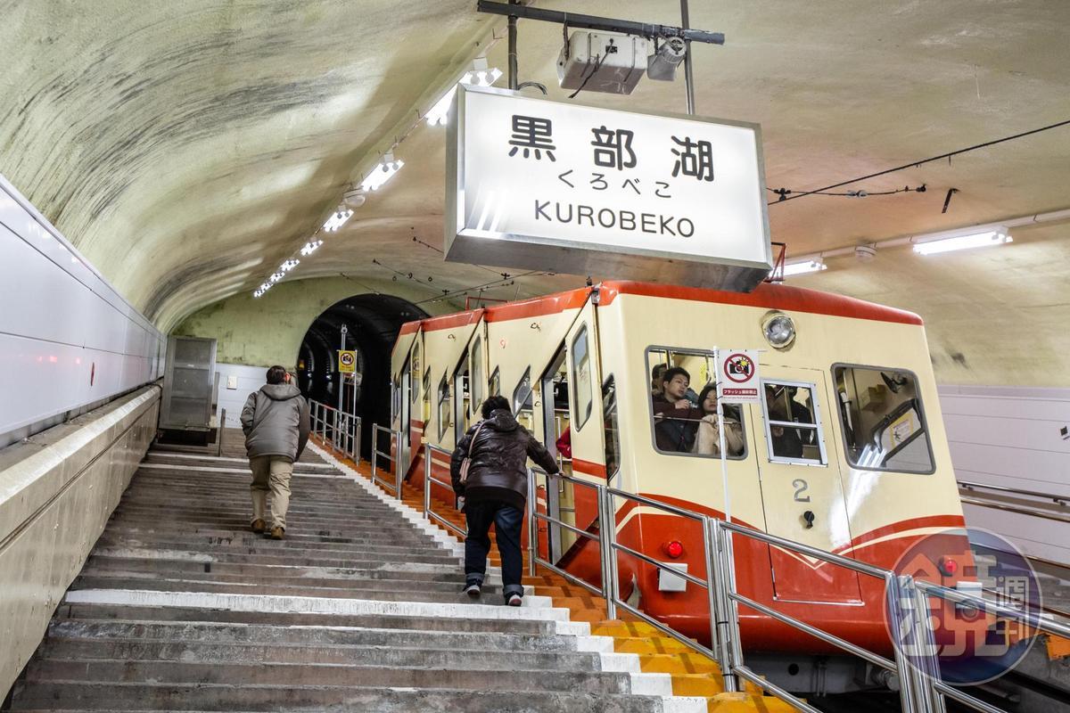「立山隧道無軌電車」,是日本海拔最高(2,450公尺)行駛的無軌電車。