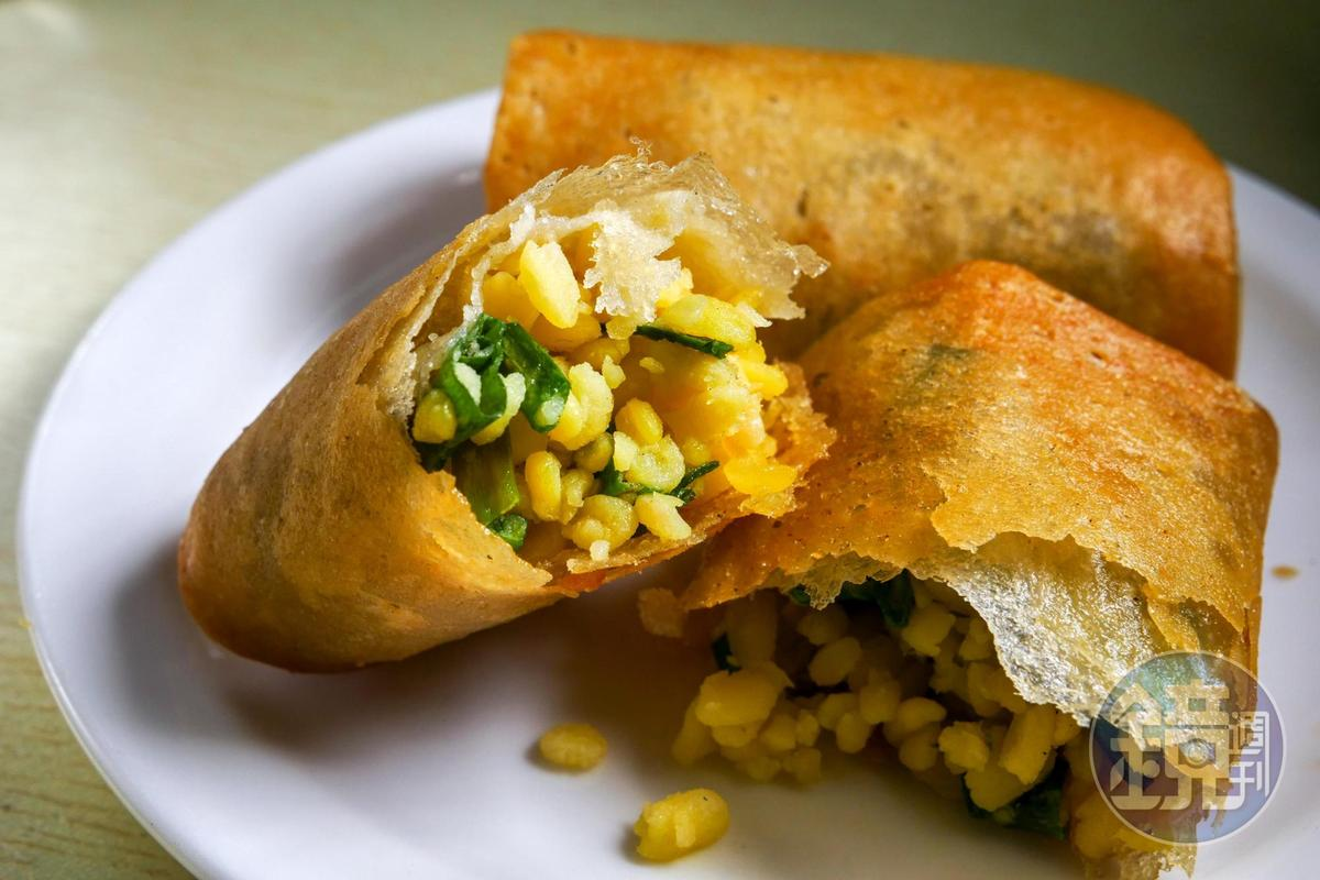 油炸方式的「春餅」,鹹香的綠味仁滋味,很美味。(人民幣2.5元/個,約NT$12)