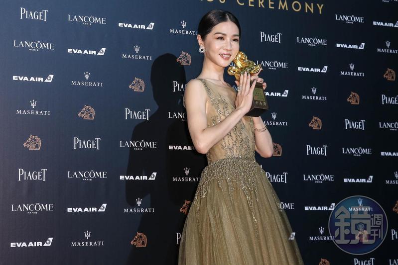 謝盈萱首次提名就得獎,且還為台灣留下影后大獎,媒體也十分開心。