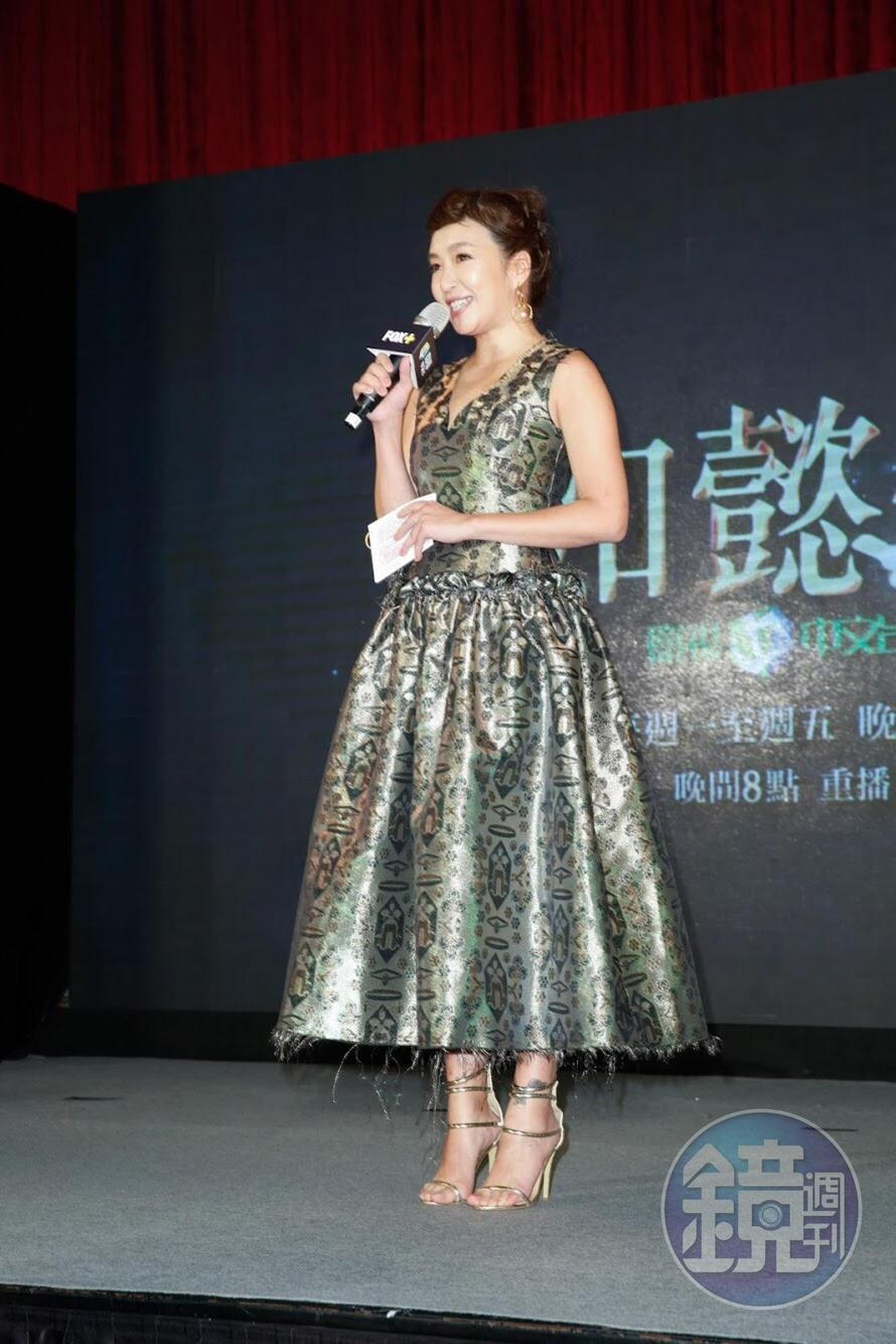 路嘉怡在台上宣布記者會結束。