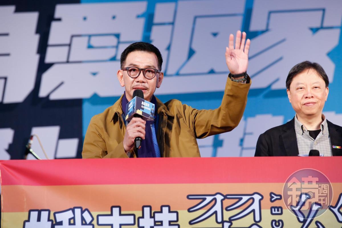 剛以《翠絲》電影中跨性別角色奪得金馬獎最佳男配角的袁富華到場支持。