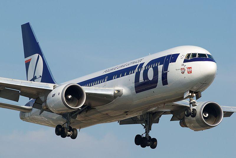 LOT波蘭航空公司為了支付維修費,竟向乘客借錢。(wikimedia)