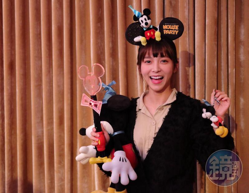 香港迪士尼樂園為了慶祝米奇90歲生日,推出不少香港獨家紀念商品。