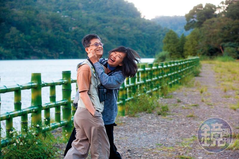 林子淩(右)喜歡逗弄丈夫詹順貴(左),詹拘謹的樣子立刻鬆懈下來。