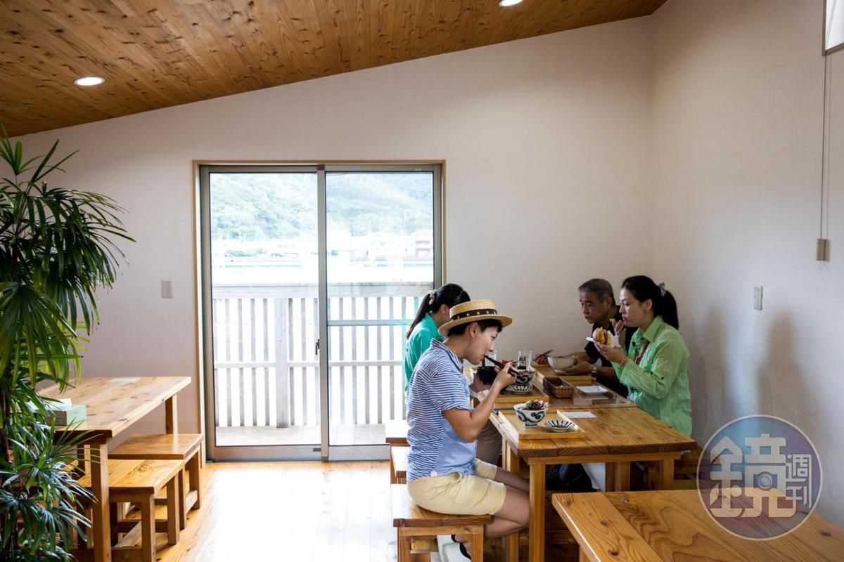 重新開張的「鰹の家」用餐空間寬敞舒適。
