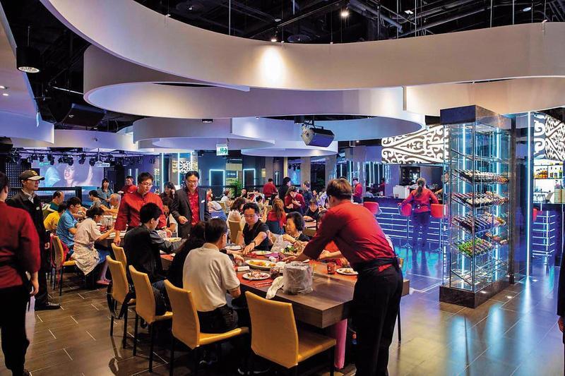 美仕特海鮮牛排餐廳占地約200坪,裝潢設計費超過千萬元。(讀者提供)