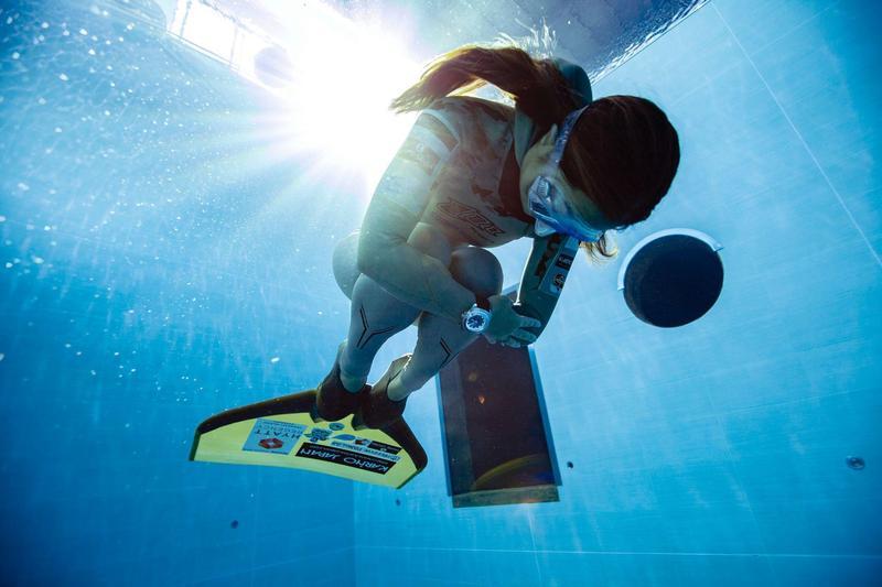 自由潛水紀錄保持者木下紗佑里,佩戴域峰(Favre-Leuba)最新潛水錶款,來台親身示範自由潛水。