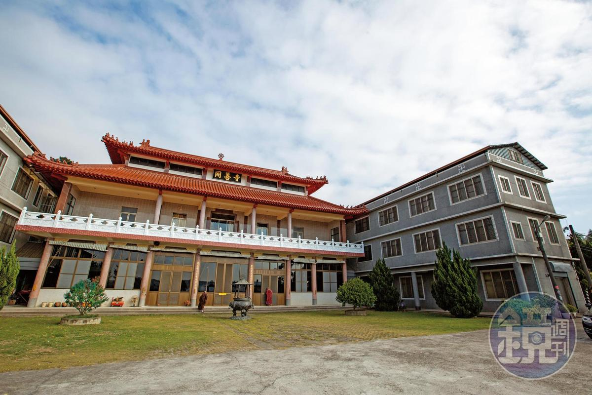 位於苗栗縣的同善寺是比丘尼寺廟,卻爆發開泓法師在佛門內吸毒搞男男趴的性醜聞。