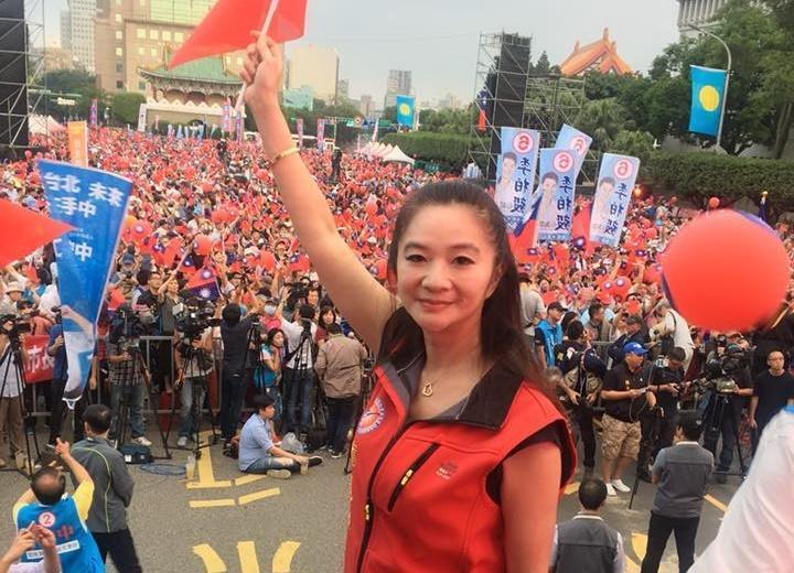 遭質疑學歷造假的應曉薇對媒體表示,自己是被抹黑,每到選舉學歷都會被議論,她感到很無奈。(翻攝應曉薇臉書)