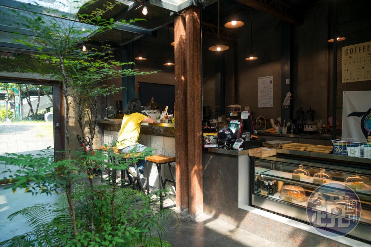 「驛前大和頓物所」咖啡館提供一些咖啡飲品及輕食。