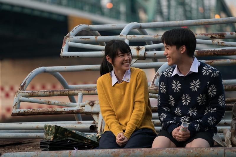 《模犯生》中的阿派與BNK48的隊長一起主演校園驚悚片。(CATCHPLAY提供)