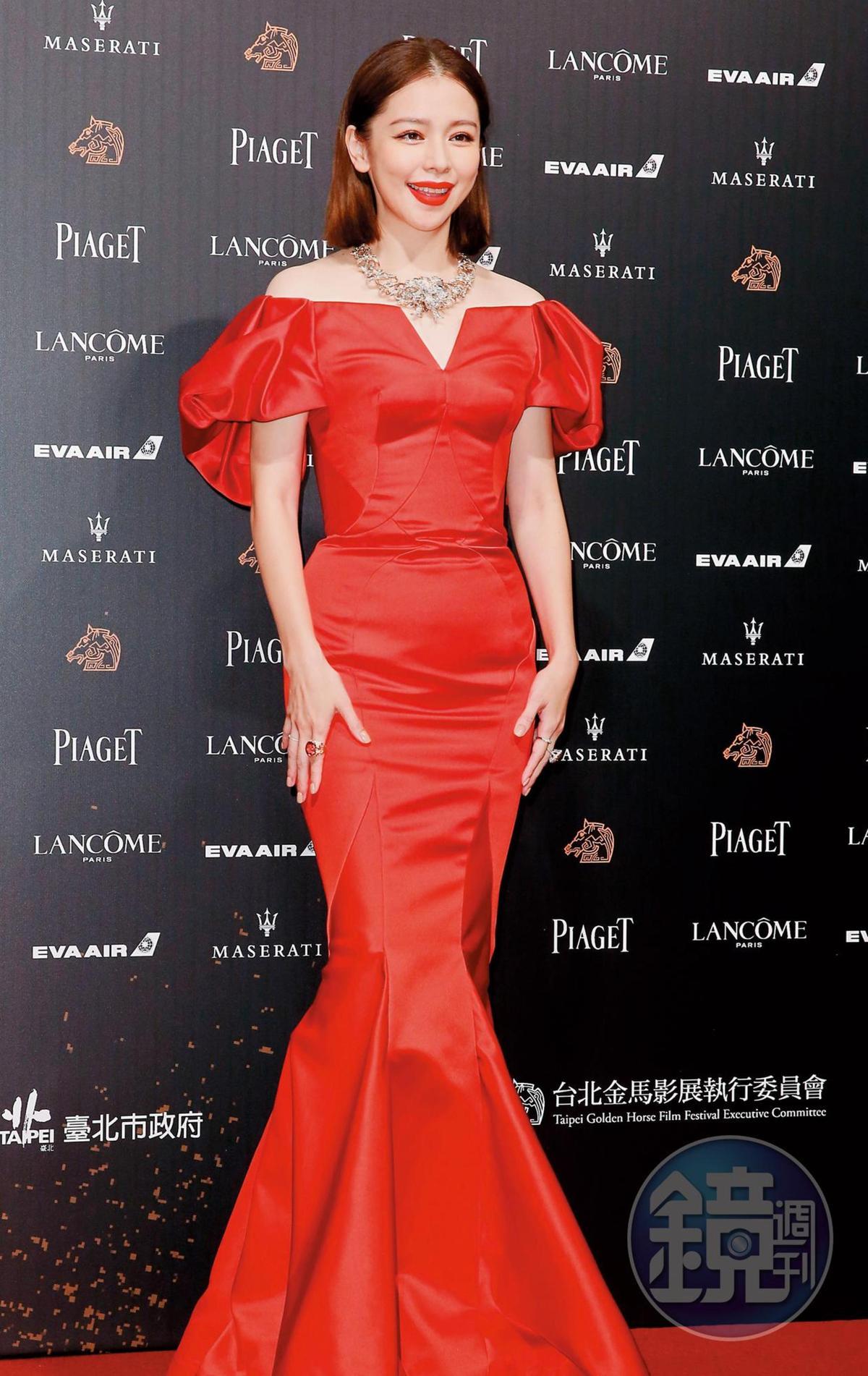 明明人面魚就是徐若瑄《人面魚:紅衣小女孩外傳》電影裡的要角,但她只有符合紅衣,實際上是隻龍蝦。