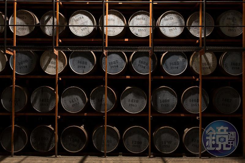 「Tamnavulin塔木嶺」被歲月封存之時,也醞釀窖藏威士忌的美好。(尚格酒業提供)