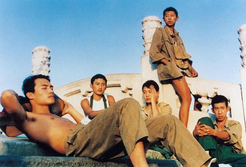 文雋與劉曉慶共同監製的《陽光燦爛的日子》是姜文自編自導一鳴驚人之作。(翻攝自https://medium.com/)