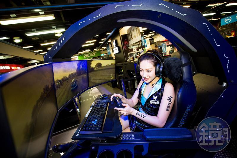 售價近30萬元的座艙機身Predator Thronos,將在11月28日開展的資訊月首賣。