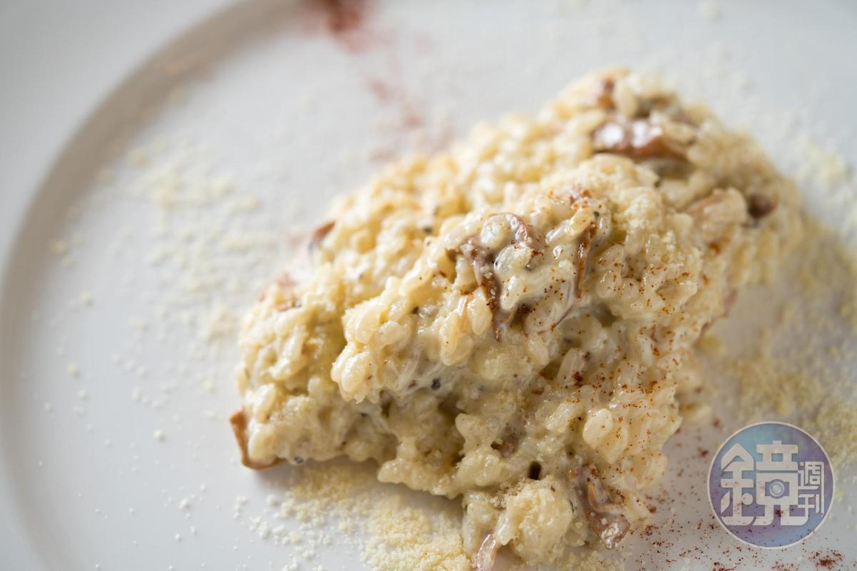 「蘑菇燉飯」入味且軟硬度剛好,令人亮眼。