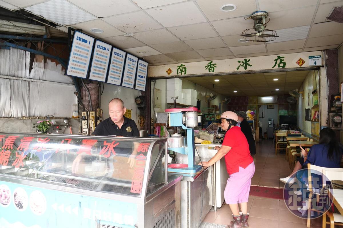 第三代江淑媛,現在與爸爸兩人一起經營冰室。