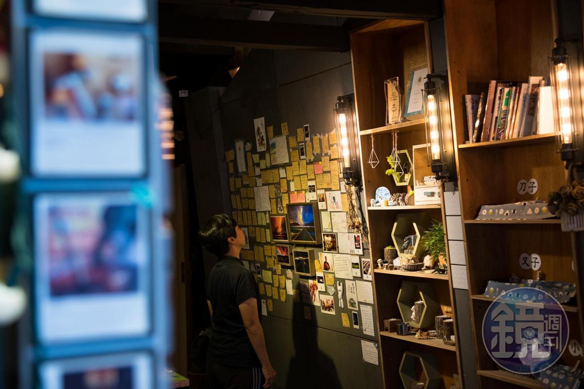 牆面上滿是客人的留言,可見受歡迎的程度。