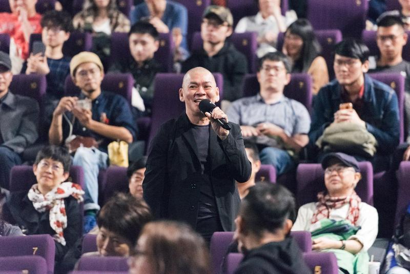 蔡明亮以開「mini concert」的彩蛋模式來為金馬影展閉幕片做映後活動,一連演唱了3首歌。(金馬執委提供)