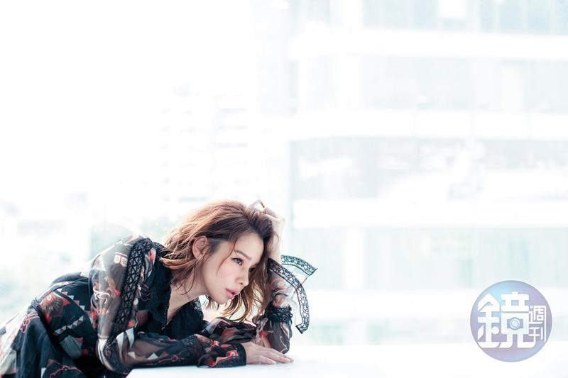 結婚生子之後,徐若瑄並沒有想要放棄演藝工作。她太清楚,要保有自己,就必須透過事業來成全。