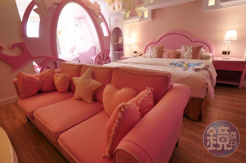 全粉紅色的「公主房」,房內可以找到很多芭比娃娃可供小女生玩。