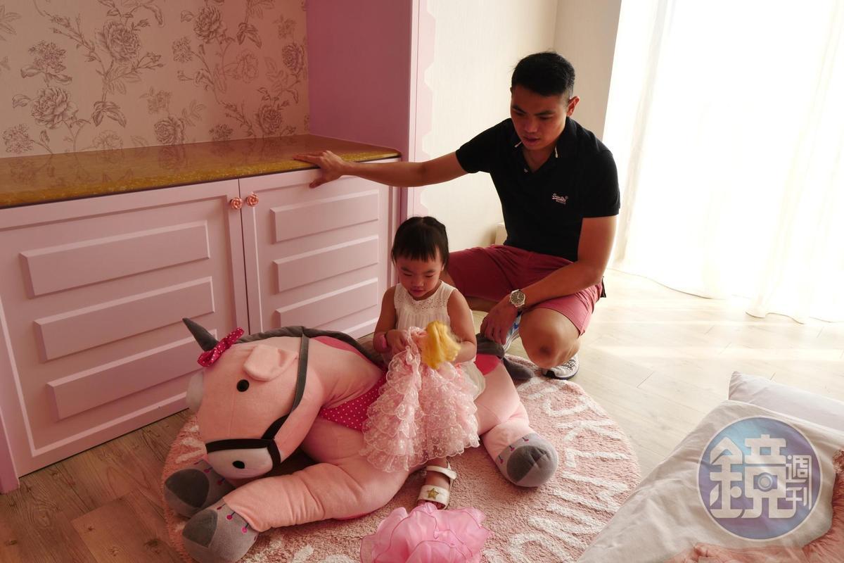屋子裡也有粉紅小馬,給小朋友騎乘。
