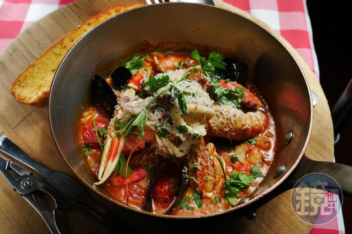 新推出的葡萄牙海鮮燉飯,番茄為底,裡頭可嚐到各種海鮮滋味。(560元/單人份)