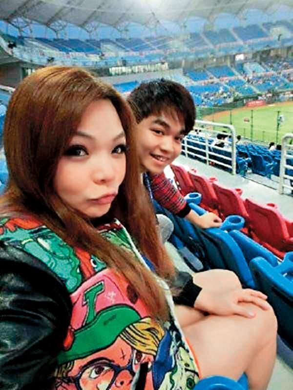 小甜甜和張峰奇曾在2012年交往,還是她的初戀,但交往1年多就宣告分手。(翻攝自小甜甜臉書)