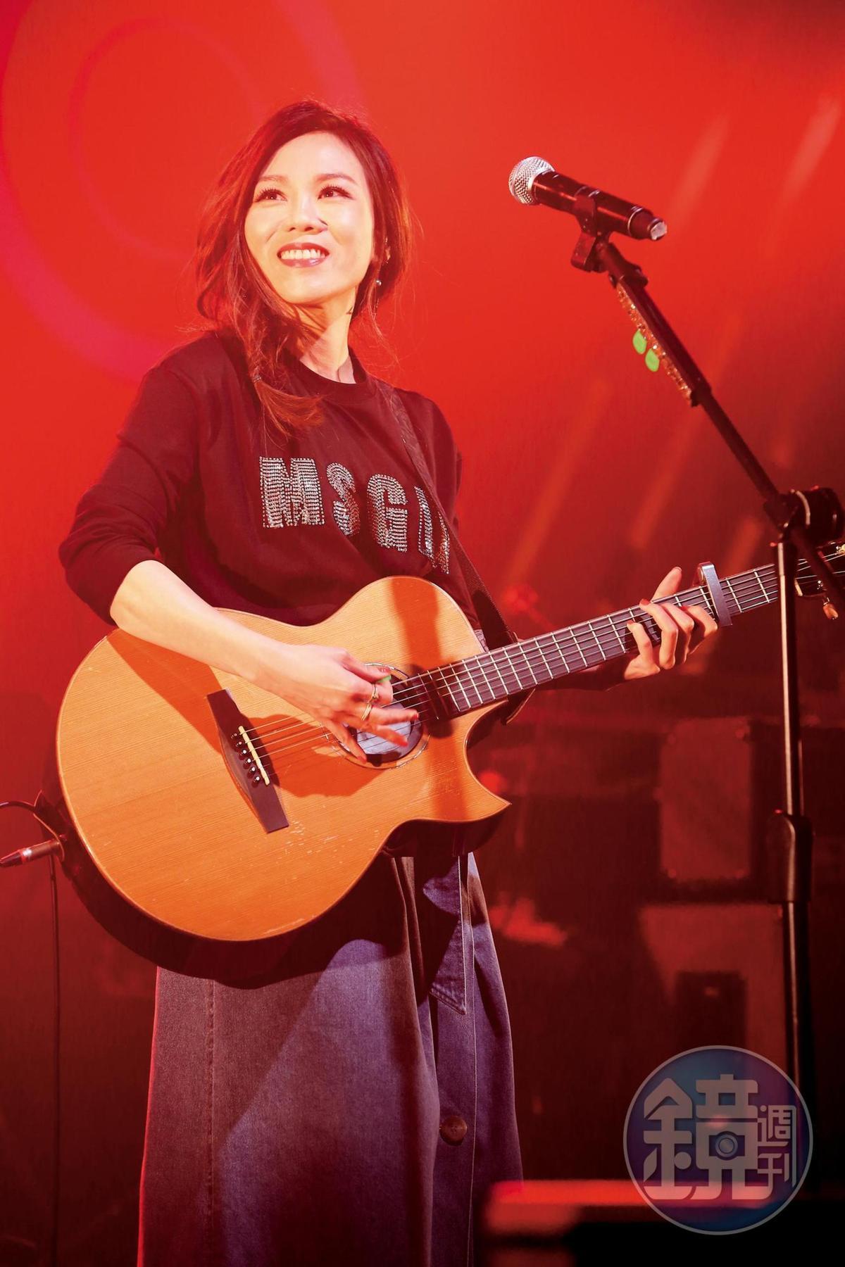 蔡健雅創作力豐沛,更是金曲常勝軍,新歌〈遺書〉令人心一驚。