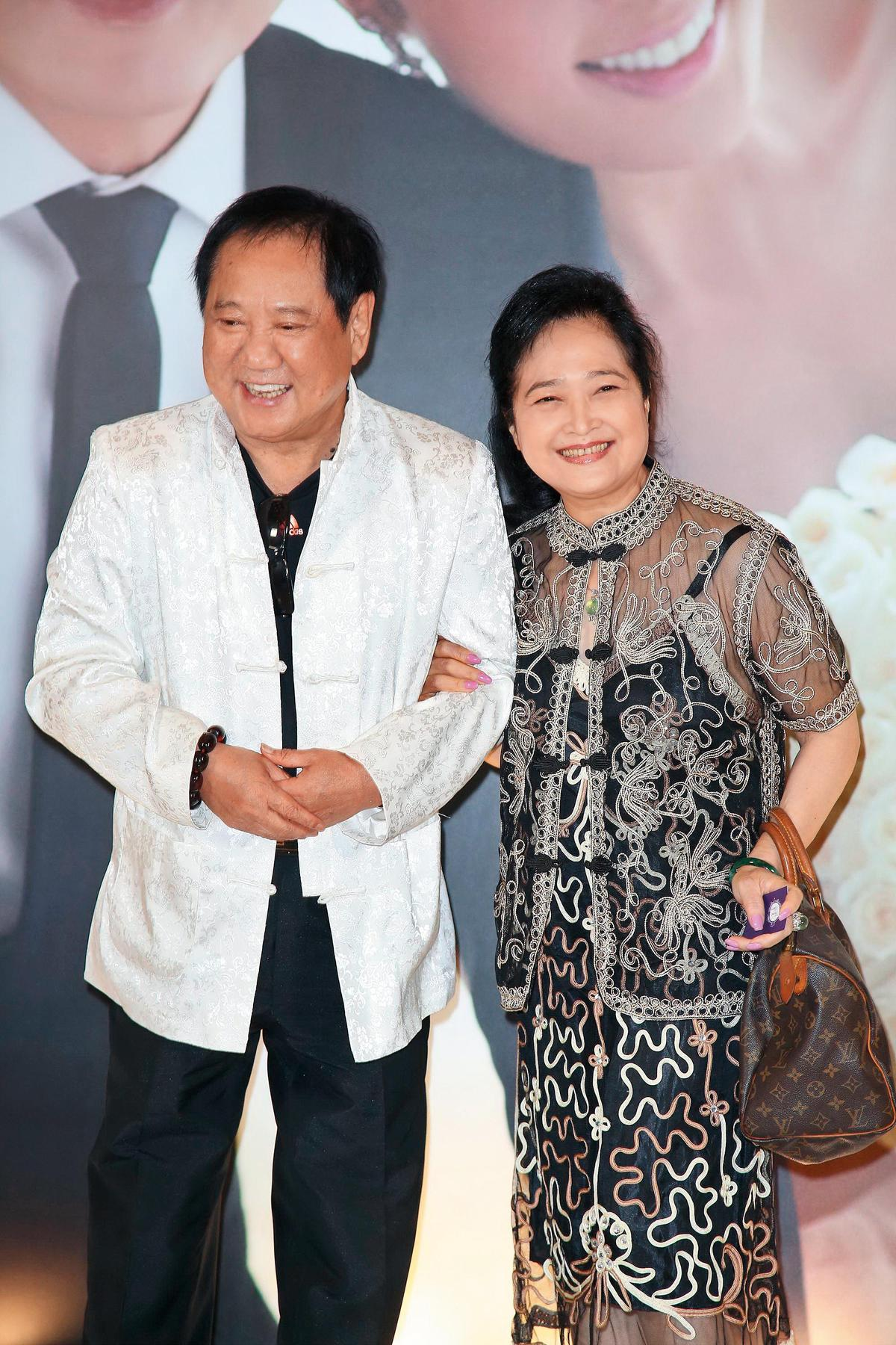 馬如龍曾離過2次婚,後來又娶了小他10多歲的沛小嵐,結婚至今30多年感情仍相當好。(東方IC)