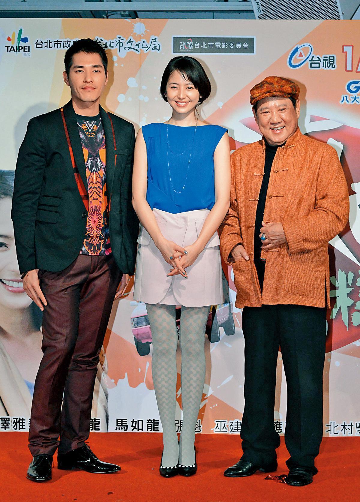馬如龍(右)演過50部以上連續劇。左起藍正龍與長澤雅美。