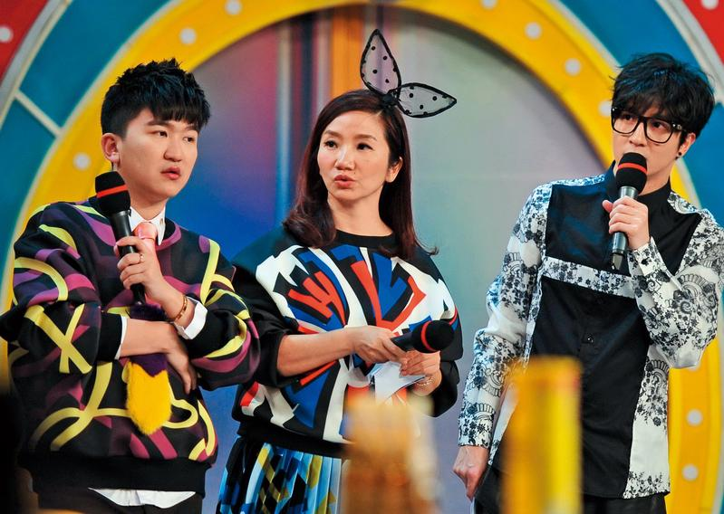 陶子(中)頗積極出現在大陸綜藝節目,賺走不少人民幣。(東方IC)