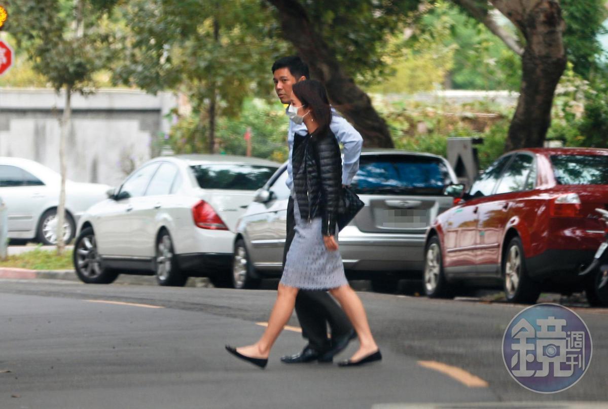 11月20日14:50,用完午餐之後,張齡予還跟顏志宇去喝午茶,選的是有恬靜風情的富錦街。