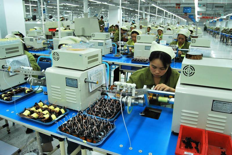 台商早年因低人工、低成本西進設廠,如今卻為避中美貿易戰火返台。(東方IC)