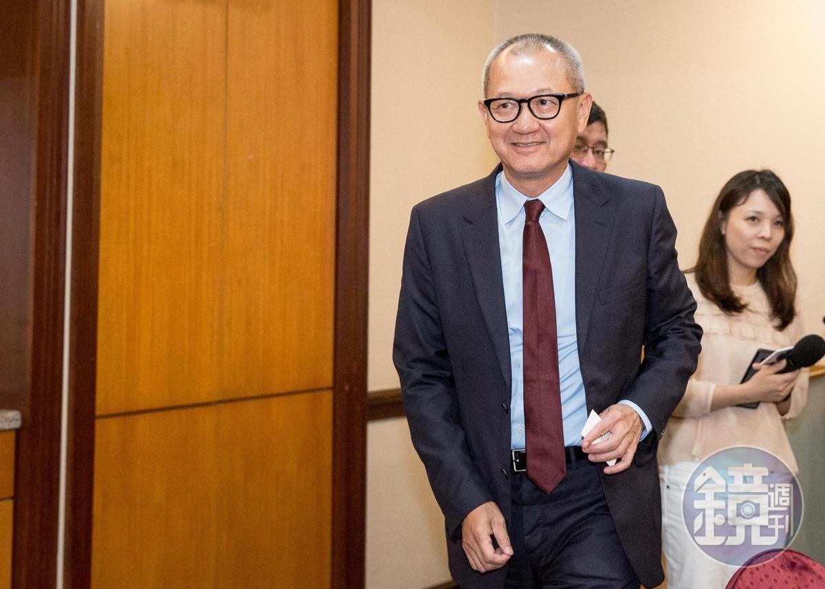國巨董事長陳泰銘日前宣布3年內在高雄投資百億元,先以7.9億元買下高雄大發工業區約6,300坪土地。