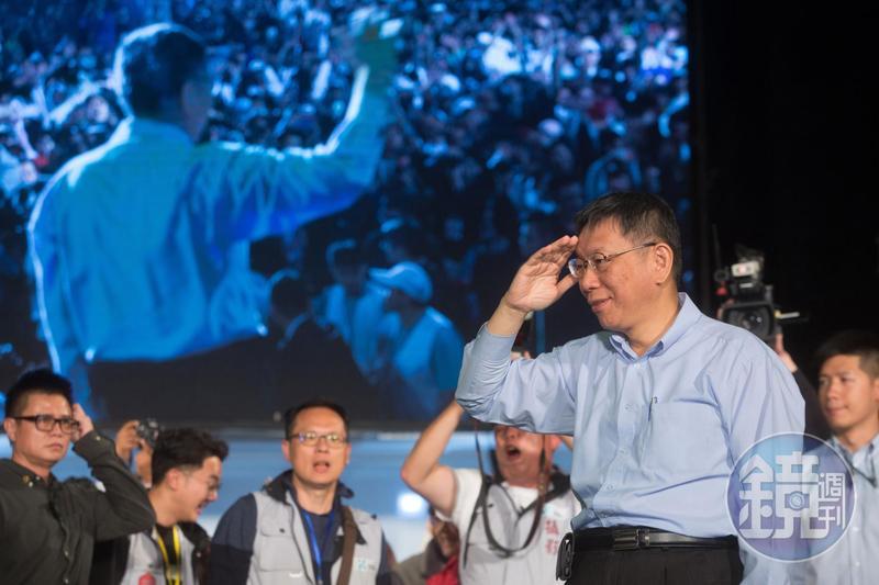 在藍綠陣營夾擊下,台北市長柯文哲以約3千票極小差距贏得選舉。