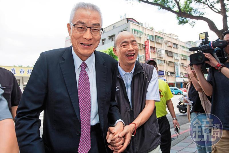 國民黨主席吳敦義(左)爭取2020勢在必行,他想借助韓國瑜(右)的韓流勢力搶得門票。