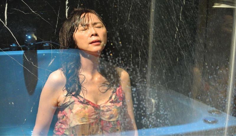 江映瑤回想當時被找來演「大齡公主」,自己都覺得驚訝。(公共電視提供)