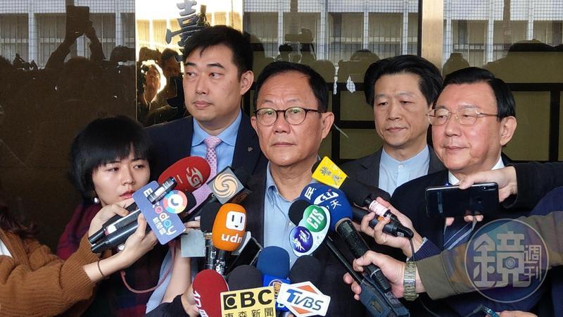 台北市長參選人丁守中撤回驗票聲請後,與律師團決定再聲請驗票。