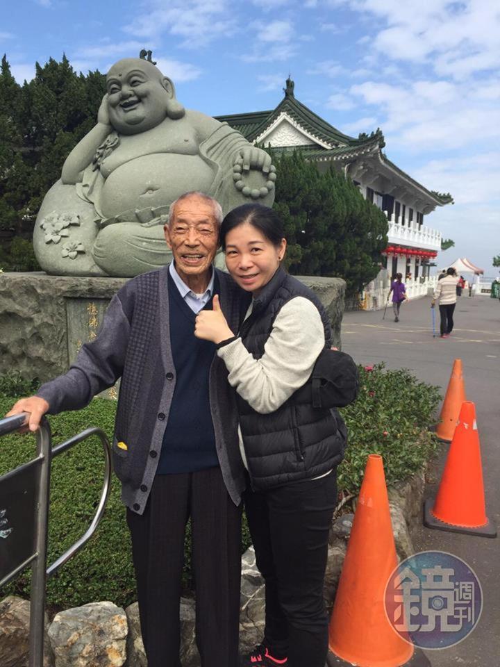 童嵩珍的父親從一開始嫌她丟人,近2年已認同她的工作,還以她為榮。(童嵩珍提供)