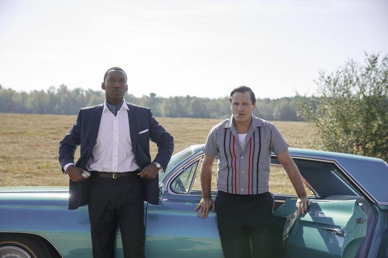 男星維果莫天森在片中飾演一位不得志的白人保鑣,與嚴謹的黑人鋼琴家之間,從矛盾、衝突到彼此放下偏見,神級般演技讓所有觀眾折服。(Catchplay提供)
