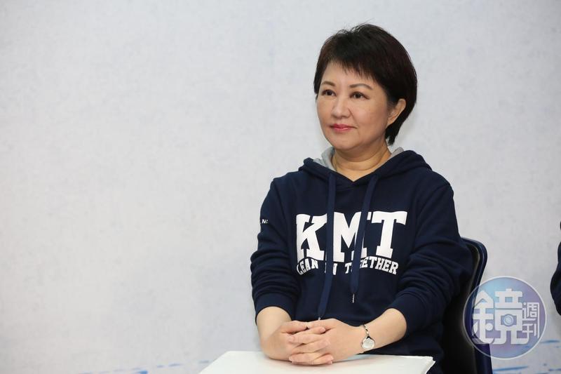 台中市長當選人盧秀燕對市民引頸企盼的山手線喊卡,認為捷運綠線先完工才是當務之急。