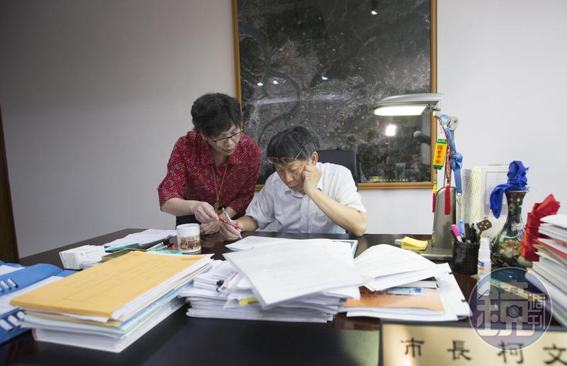 台北市長柯文哲這次選戰險勝,選後傳出府內3位現任副市長可能不續任,而心腹蔡壁如也考慮離開市府。
