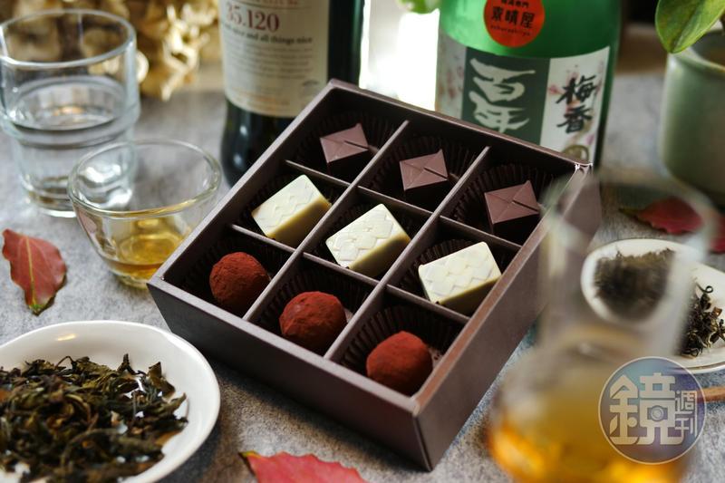 「茶酒巧克力」融合艾雷島威士忌、梅酒、東方美人茶,奪下今年世界巧克力大賽亞太區競賽的3面獎牌。(50~80元/顆,660元/盒,9顆入,附提袋、禮盒)